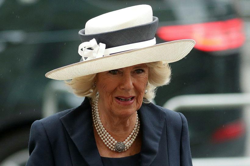 Camilla með sparihatt.