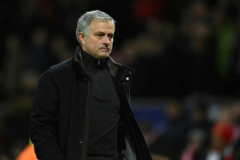 Mourinho gengur vonsvikinn af velli í kvöld.