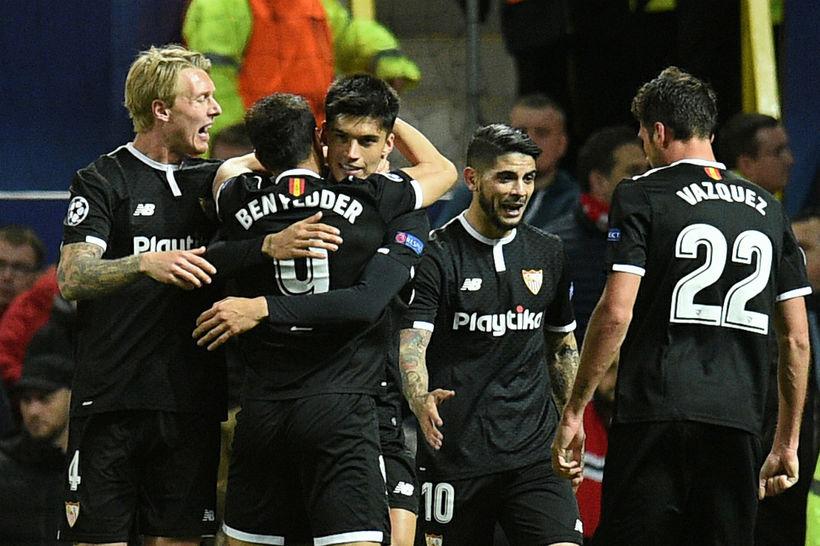 Leikmenn Sevilla fagna á Old Trafford í gærkvöld.