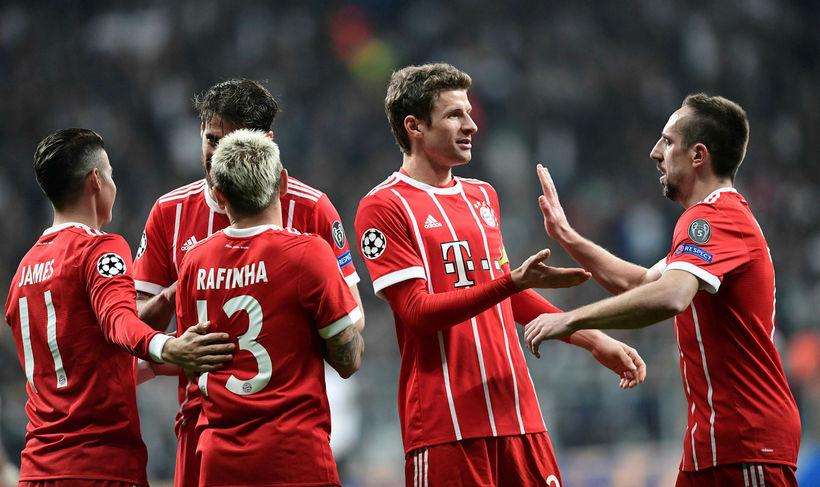 Leikmenn Bayern München fagna einu af mörkum sínum í kvöld.