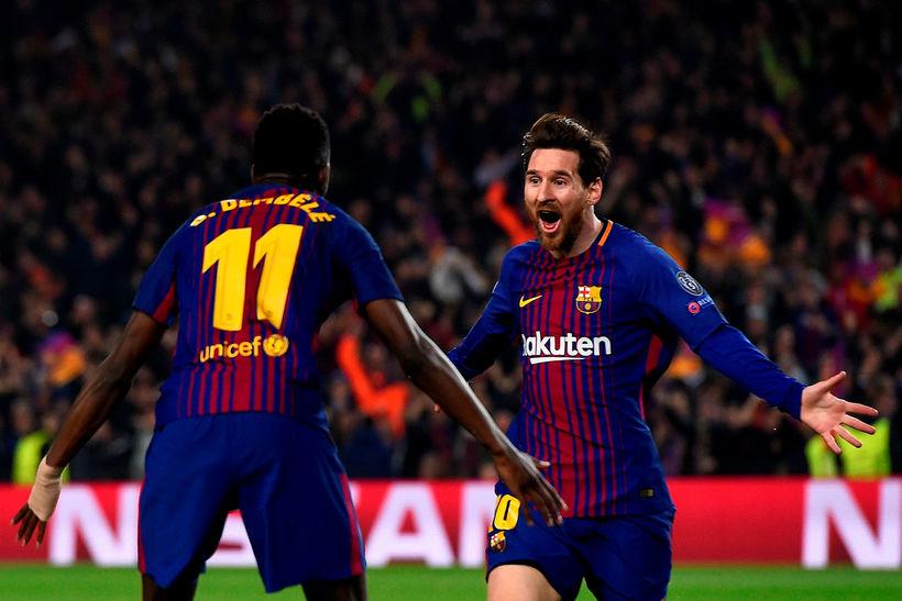 Ousmane Dembele fagnar með Lionel Messi í kvöld en báðir ...