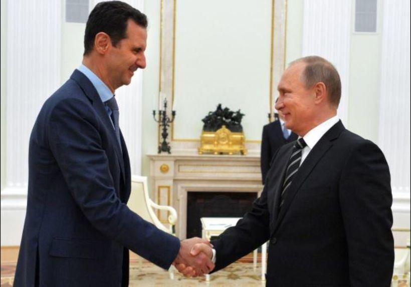 Þétt handaband bandamannanna Assads og Pútíns.