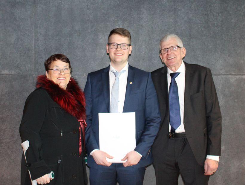 Kristján við útskriftina úr HR ásamt foreldrum sínum Guðrúnu Þorsteinsdóttur ...