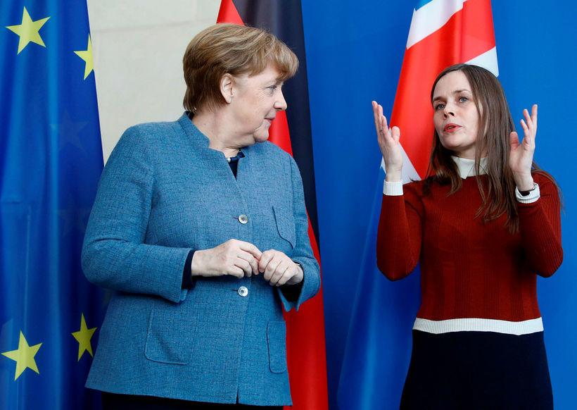 Merkel og Katrín á blaðamannafundi fyrir fund þeirra í dag.