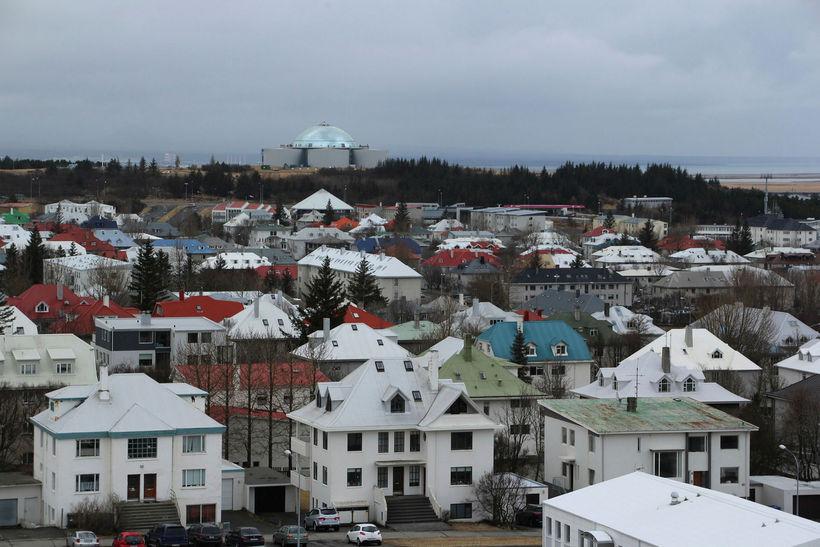 Höfuðborg Íslands heitir Reykjavík.