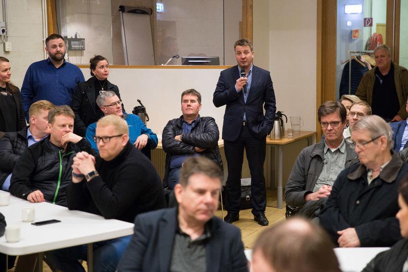 Guðlaugur Þór Þórðarsson utanríkisráðherra tekur til máls á fundinum.