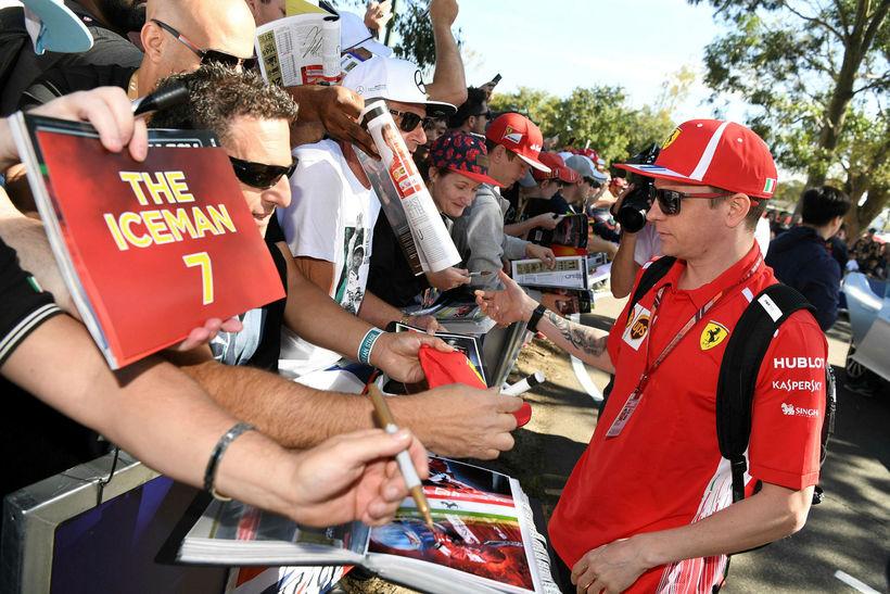 Kimi Räikkönen er kominn til Melbourne og hér verður hann ...