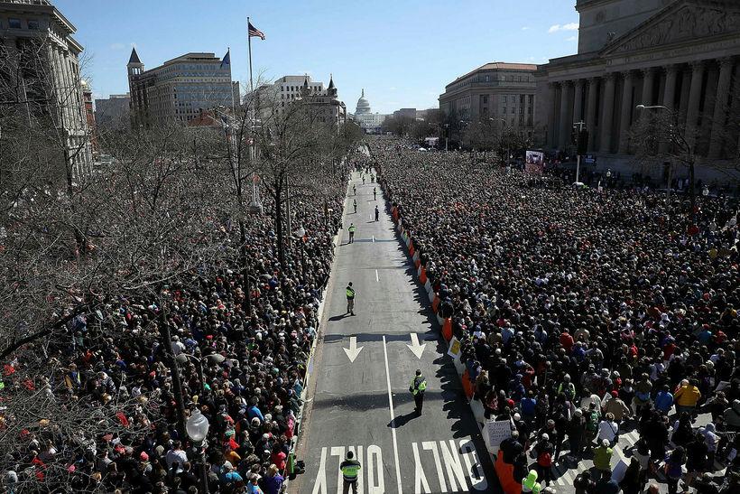 Þátttakendur í March for Our Lives fjöldafundinum í Washington. Búist ...