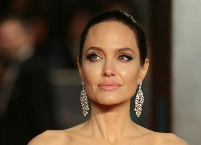 Angelina Jolie er með meinvaldandi breytingu í BRCA1 geni. Hún …