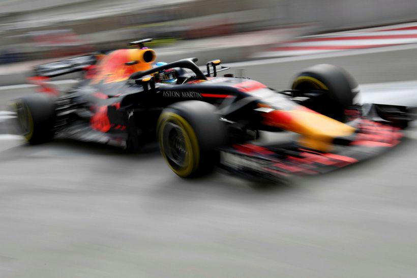 Daniel Ricciardo á ferð í Barein í dag.
