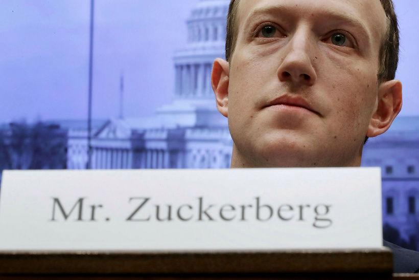Mark Zuckerberg svaraði spurningum tæplega 100 embættismanna í samtals 10 ...