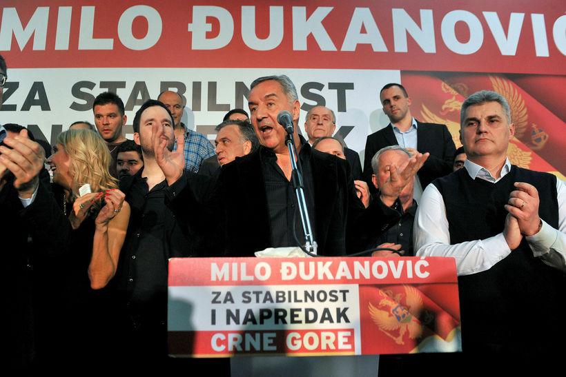 Milo Djukanovic ávarpar stuðningsmenn sína í kvöld.
