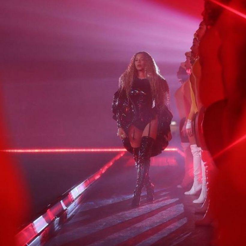 Beyoncé í klæðnaði frá Balmain.