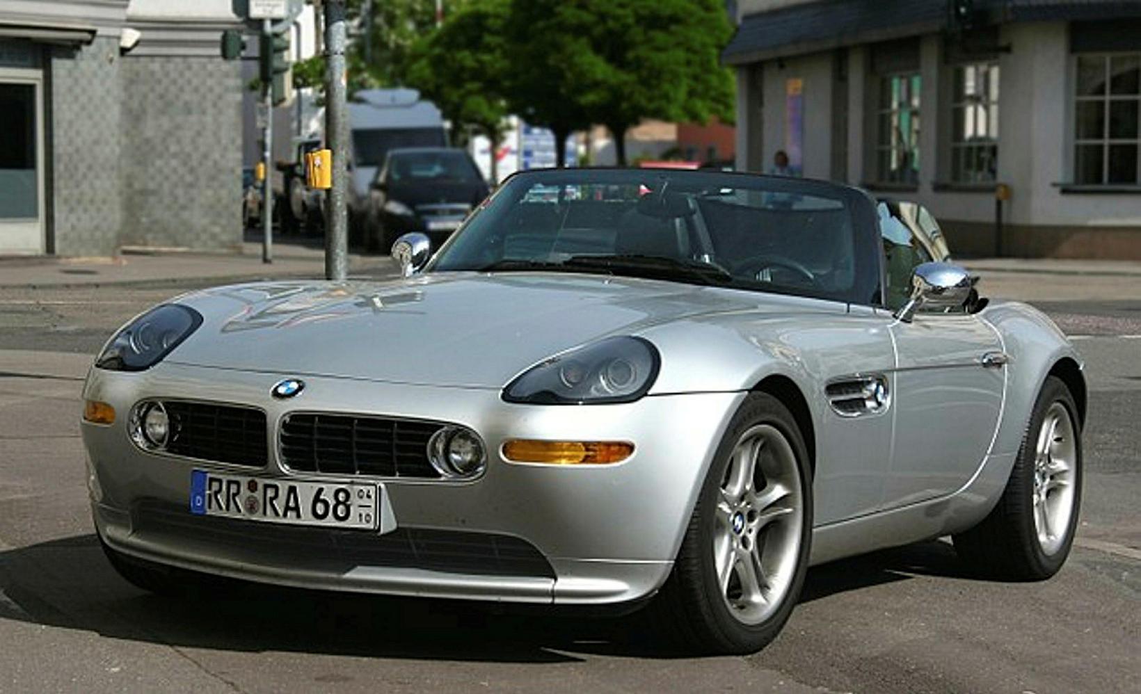 BMW Z8 var í aðalhlutverki í The World Is Not …