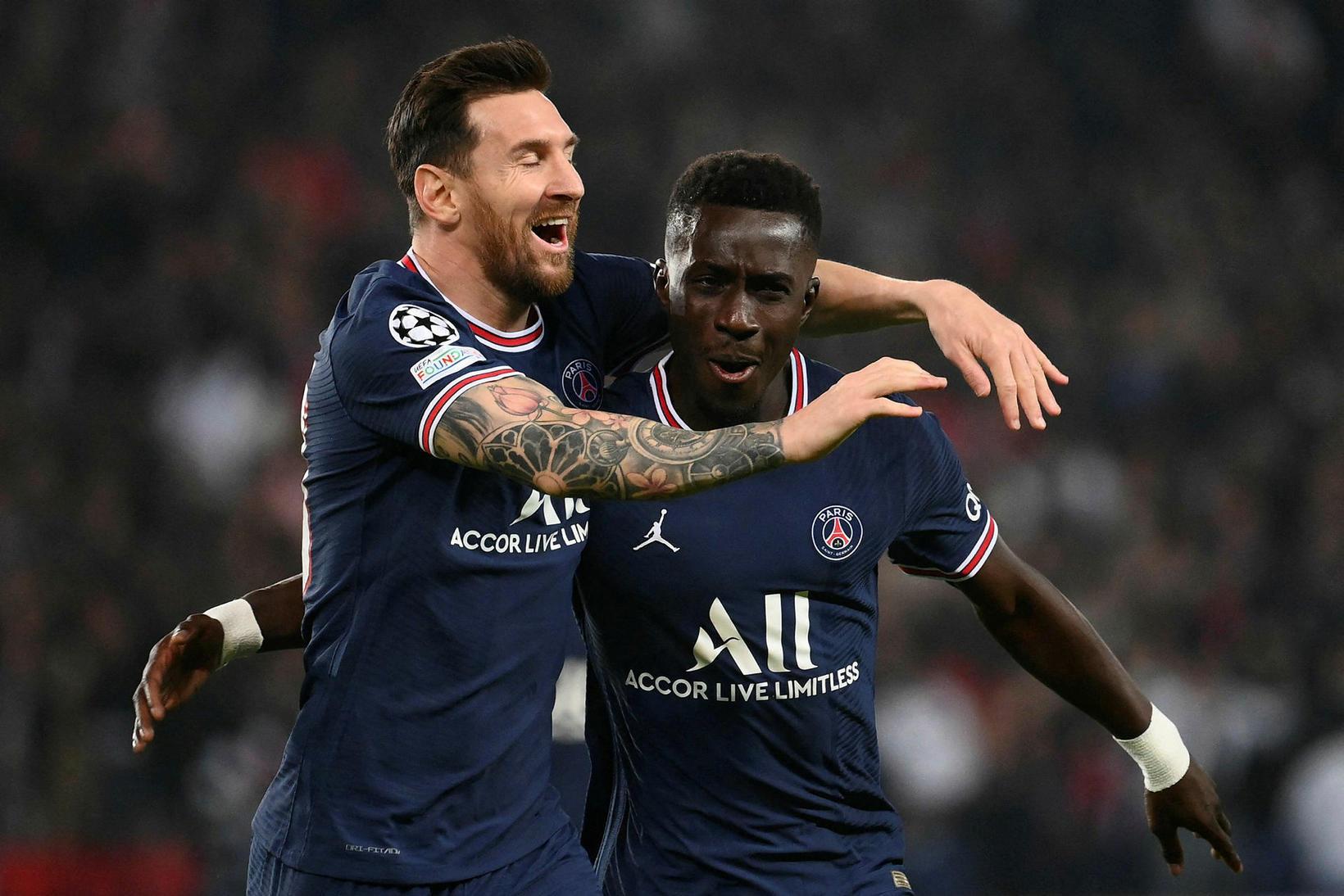 Lionel Messi og Idrissa Gueye fagna marki gegn Manchester City.