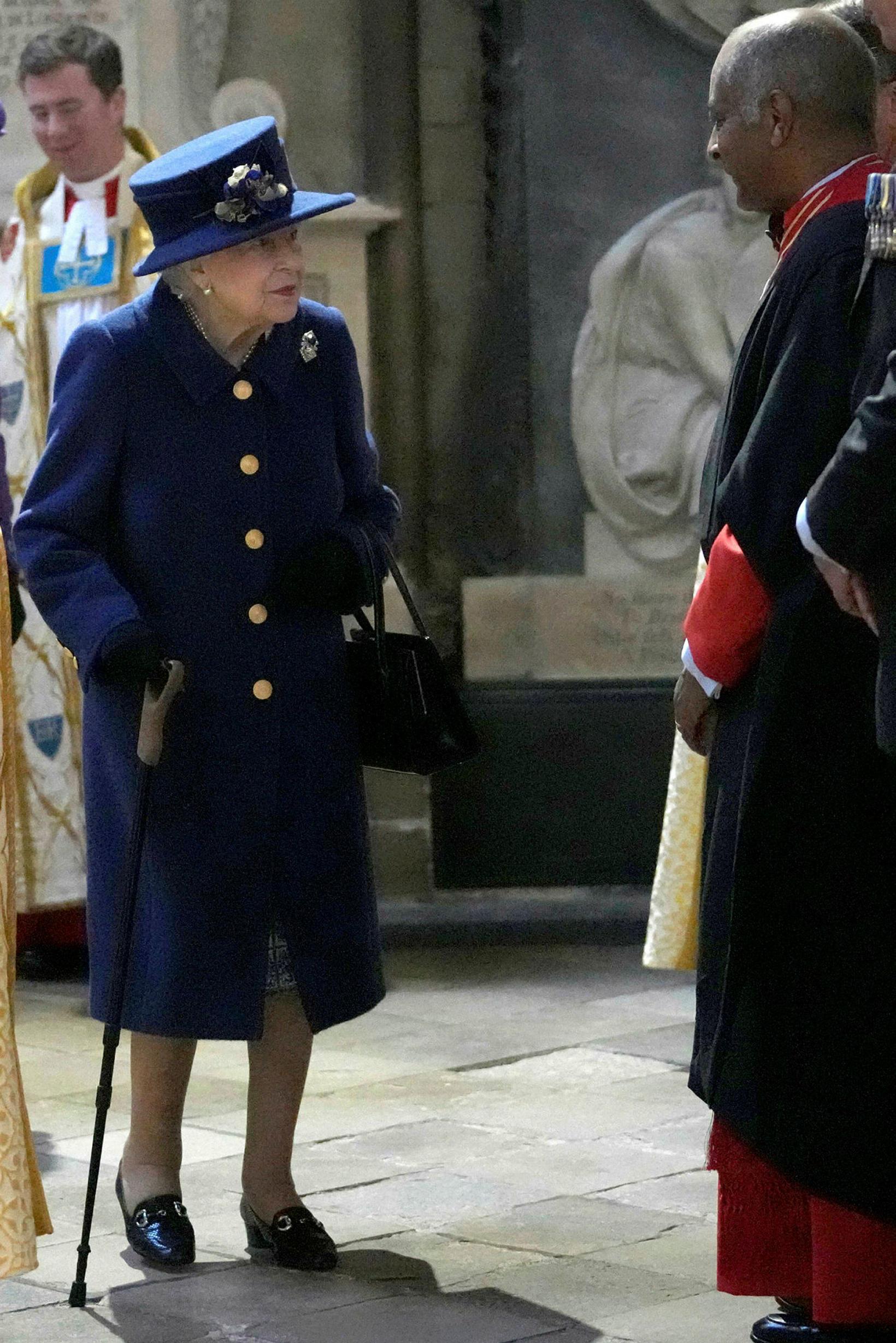 Elísabet drottning með stafinn.