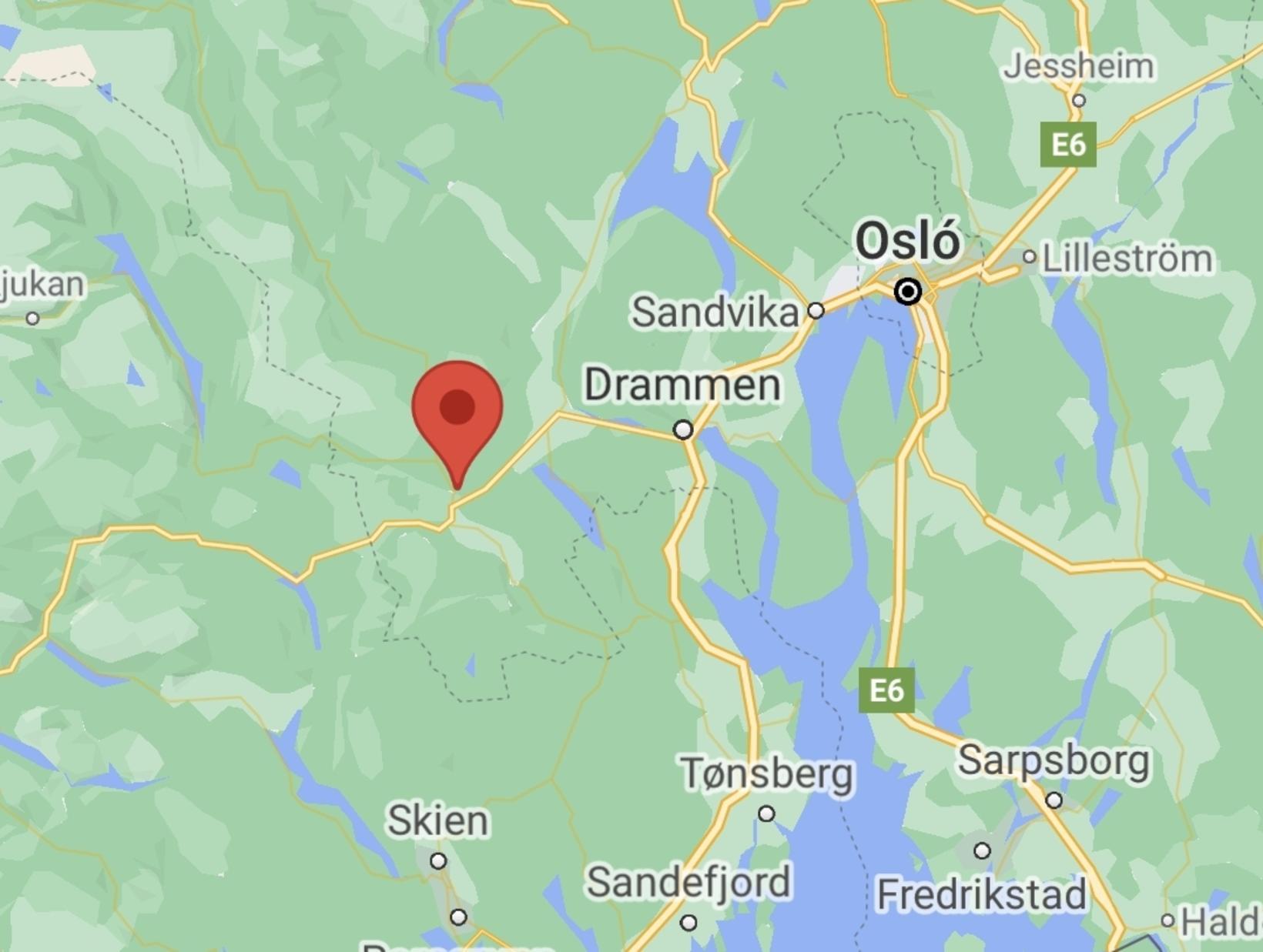 Kongsberg er rétt utan við bæinn Drammen og skammt frá …