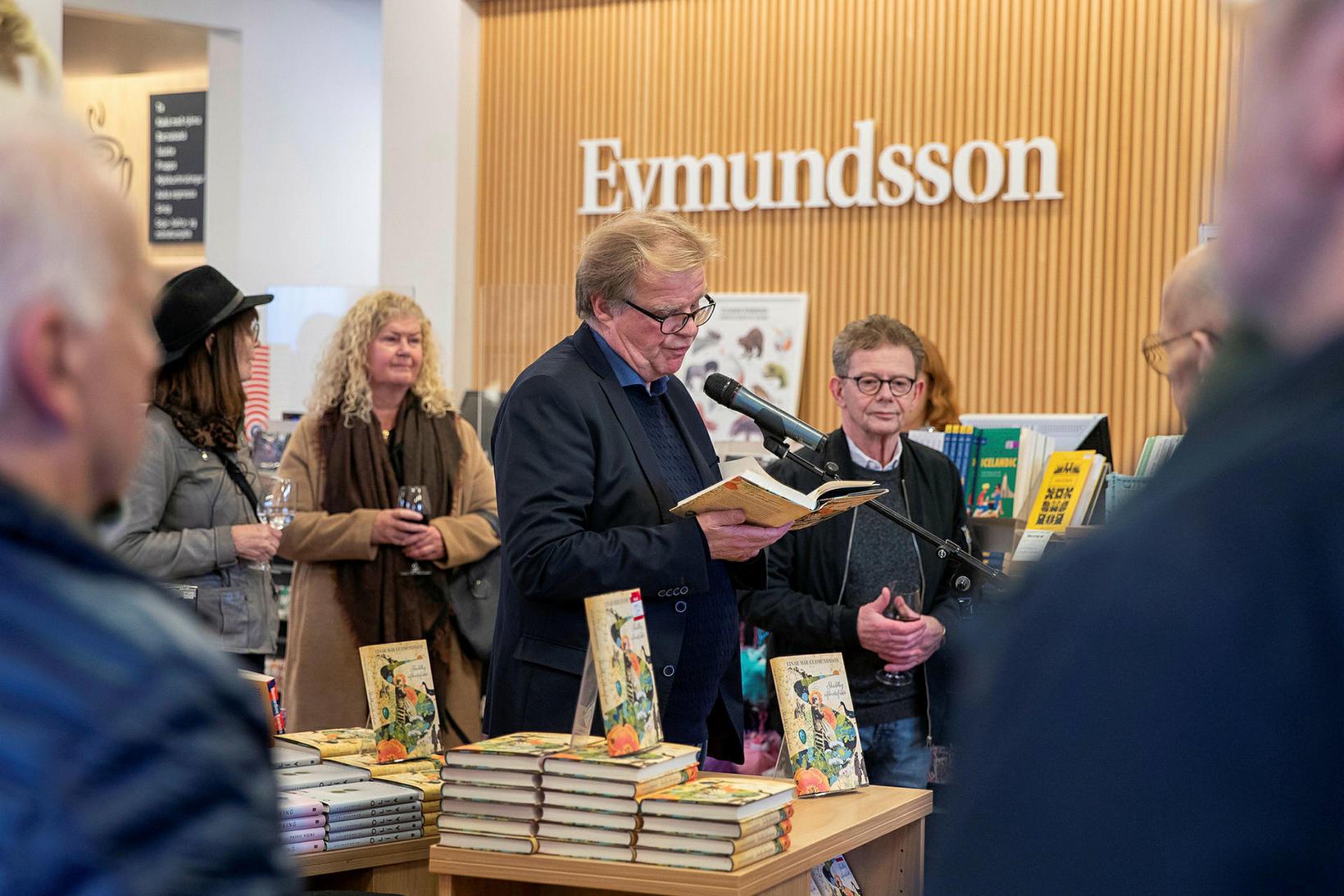 Einar Már las upp úr bók sinni.