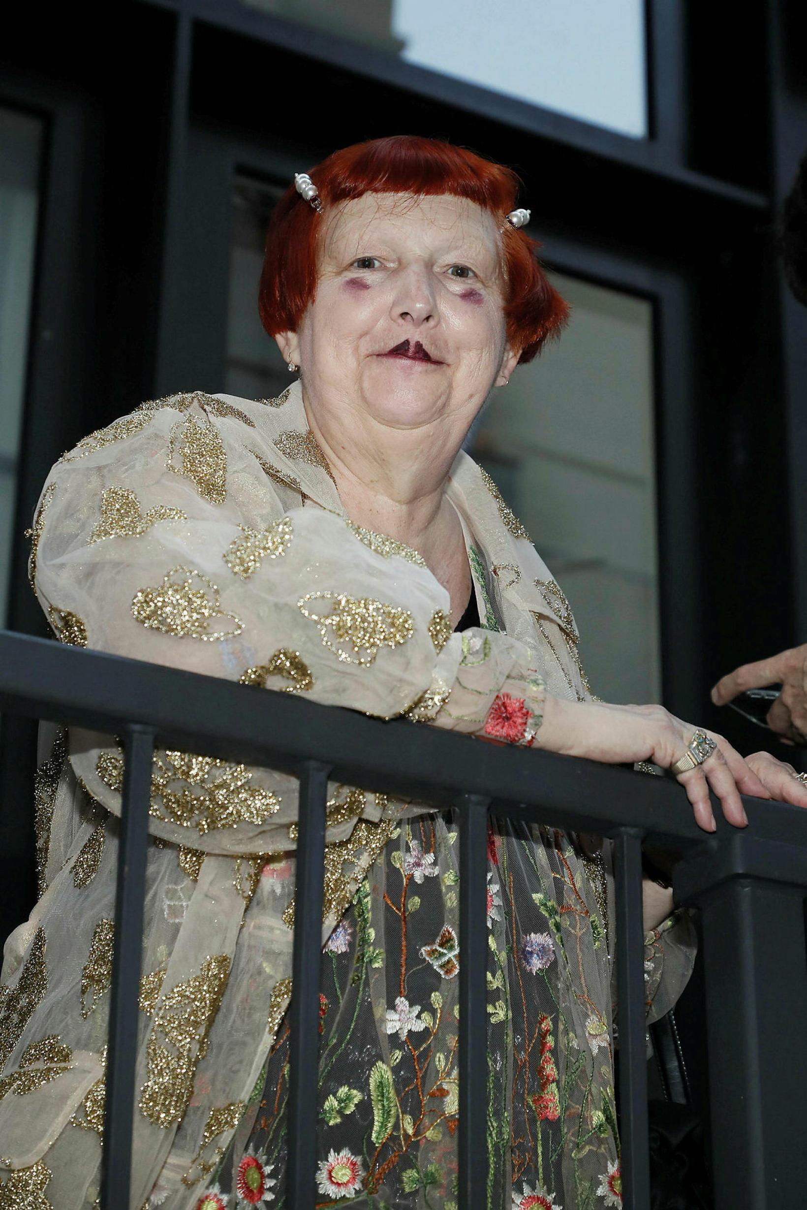 Tískublaðamaðurinn Lynn Yaeger á tískusýningu Vaquera á tískuvikunni í New …