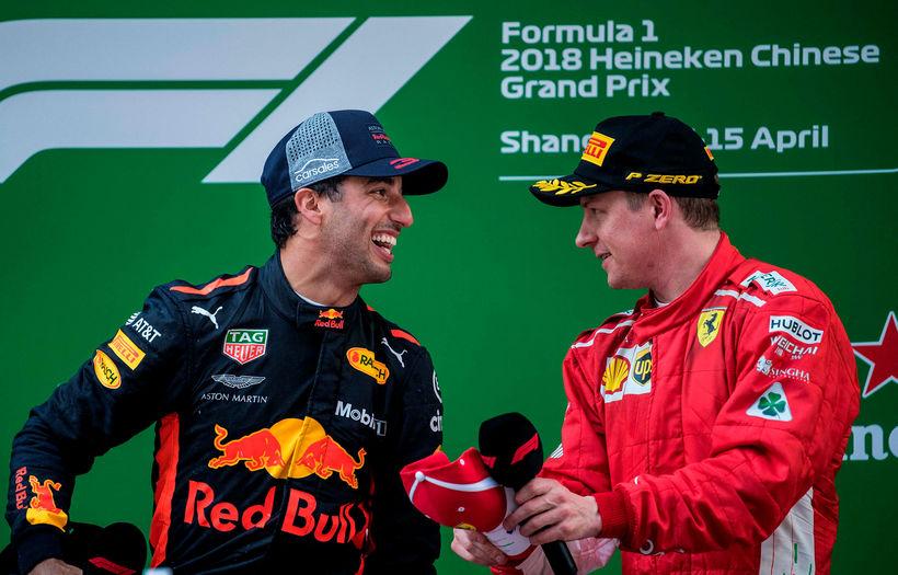 Líklegt virðist að Daniel Ricciardo (t.v.) leysi Kimi Räikkönen af ...