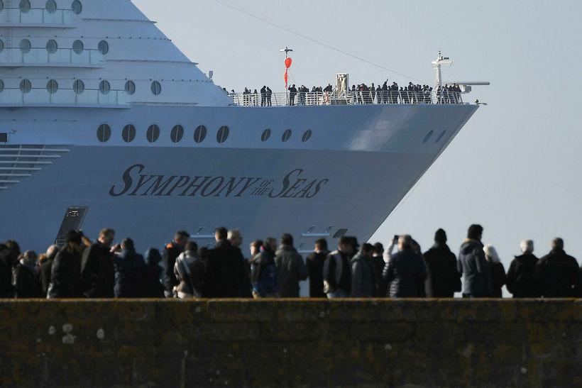 Stærsta farþegaskip heims, Symphony of the Seas, kveður skipasmíðastöðina í ...