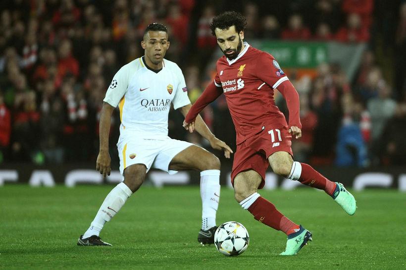 Mohamed Salah með boltann gegn Roma í maí.