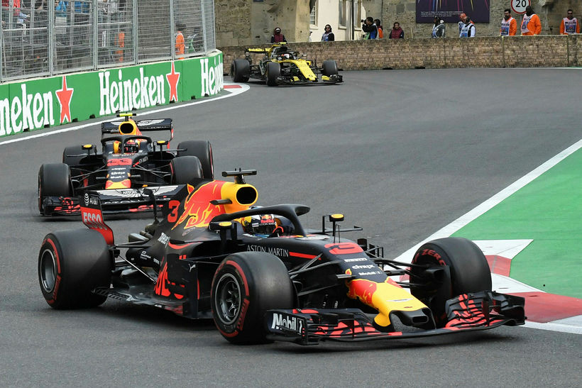 Bílar Red Bull á ferð í Bakú, Daniel Ricciardo á ...