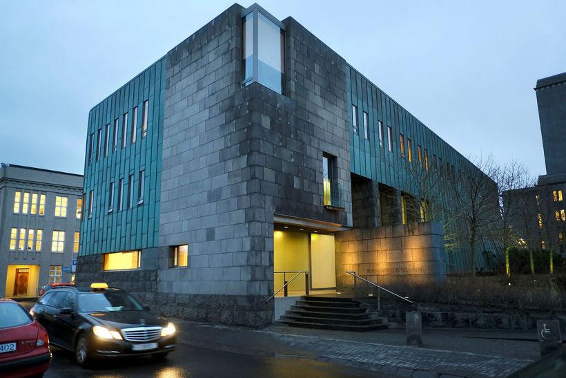 Hæstiréttur Íslands ómerkti dóm Héraðsdóms Reykjavíkur.