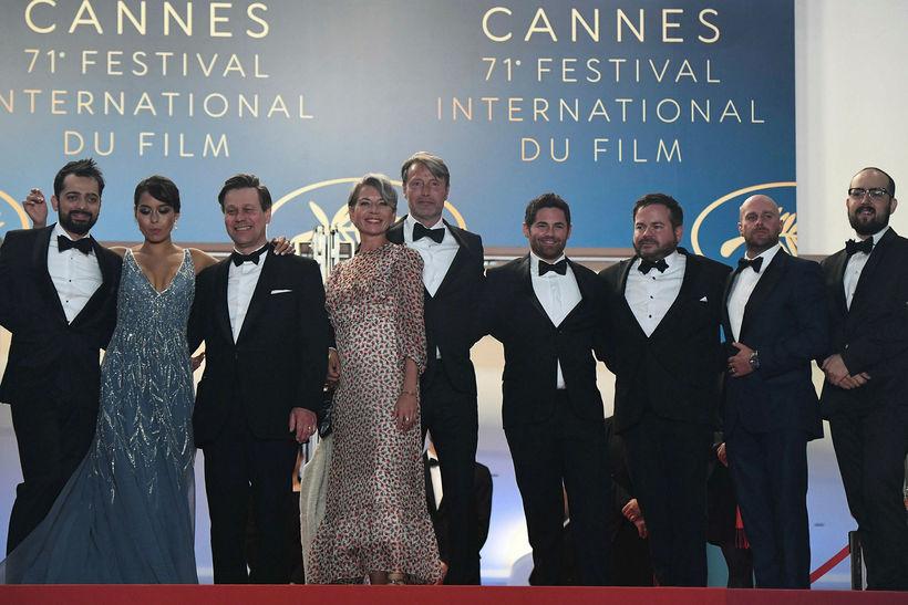 Maria Thelma Klæddist bláum fallegum síðkjól á Cannes.