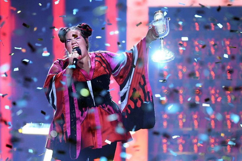 Netta Barzilai frá Ísrael sigraði Eurovision í ár og stendur ...