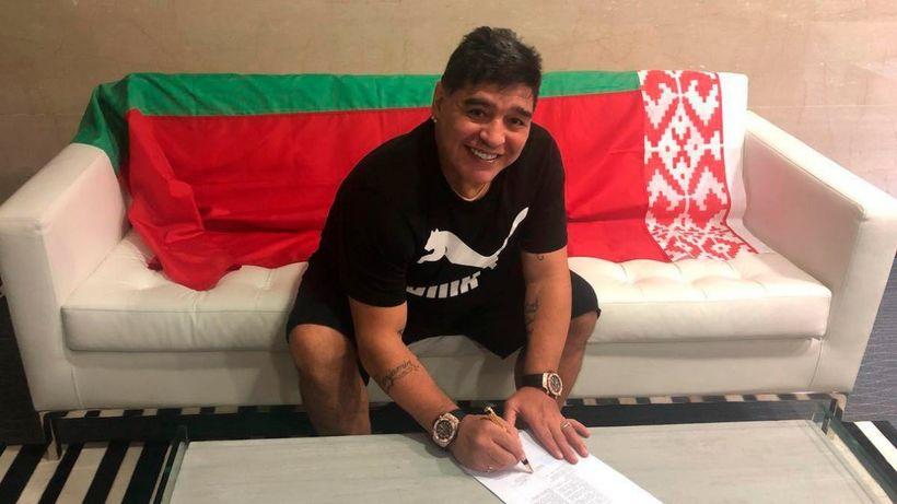 Maradona skrifar undir þriggja ára samning í dag.