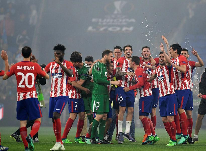 Leikmenn Atlético Madrid fagna sigrinum í Evrópudeildinni í leikslok.