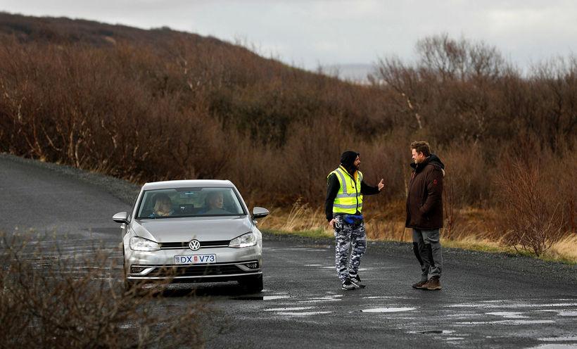 Gjaldtaka hófst að nýju á bílastæði við Hraunfossa í gær.