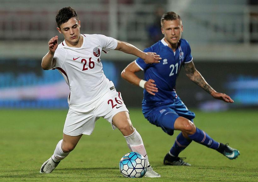 Arnór Ingvi í leik gegn Katar.