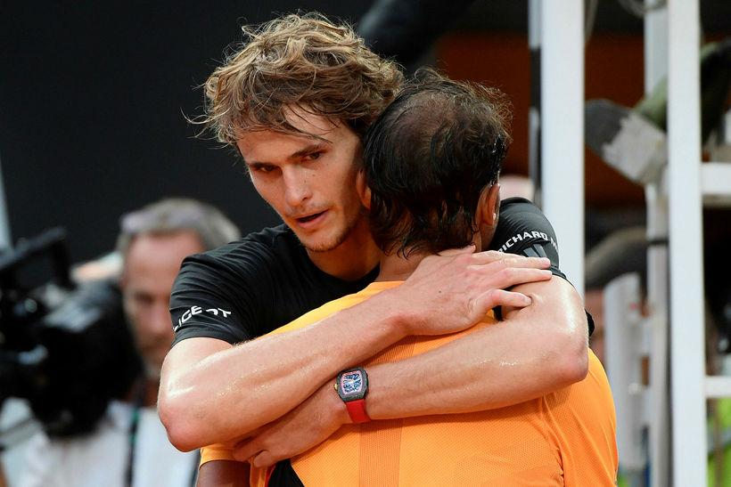 Alexander Zverev óskar Nadal til hamingju.