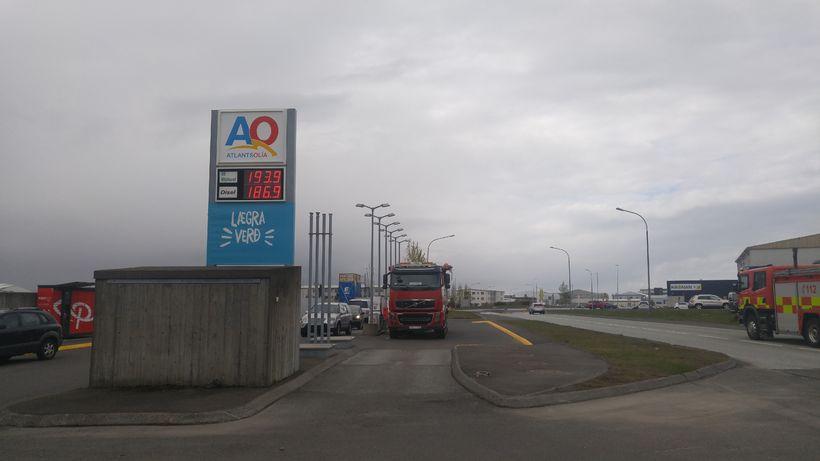 Frá bensínstöð Atlantsolíu rétt fyrir kl. 14 í dag.