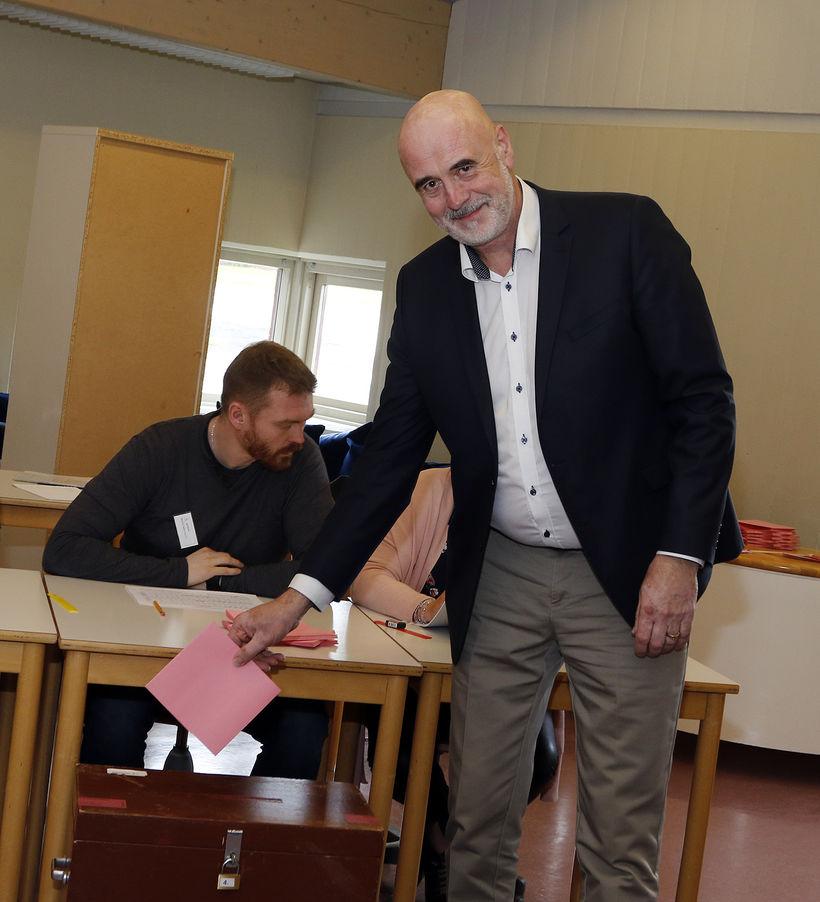 Gunnar Gíslason, oddviti Sjálfstæðisflokksins, kýs í morgun.
