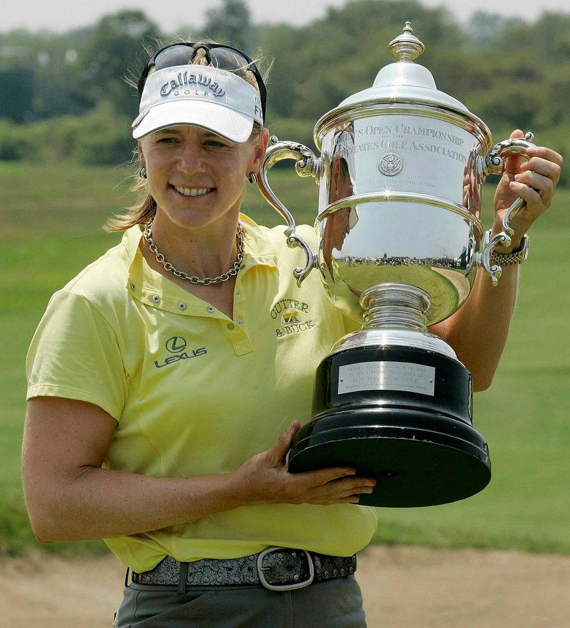 Annika Sörenstam með bikarinn eftir sigur á US Open árið ...