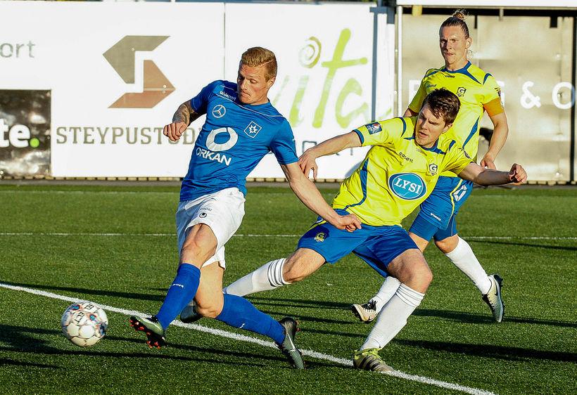 Guðjón Baldvinsson, Brynjar Ásgeir Guðmundsson og Gunnar Þorsteinsson í leik …