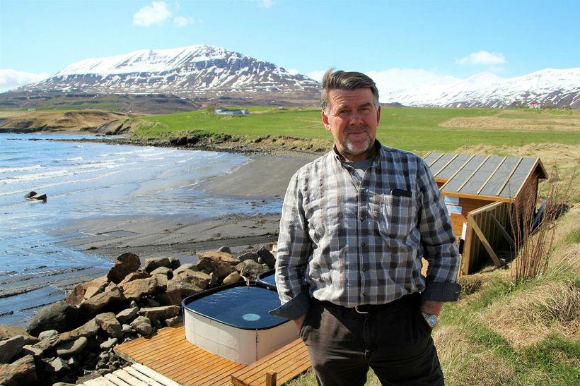 Elvar Reykjalín við fjöruna á Hauganesi við Eyjafjörð og í ...