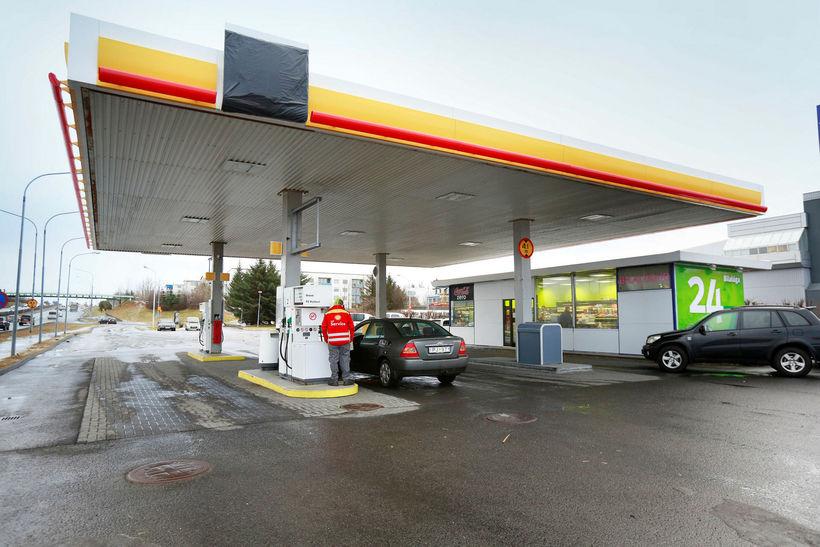 Á bensínstöð Shell við Miklubraut.