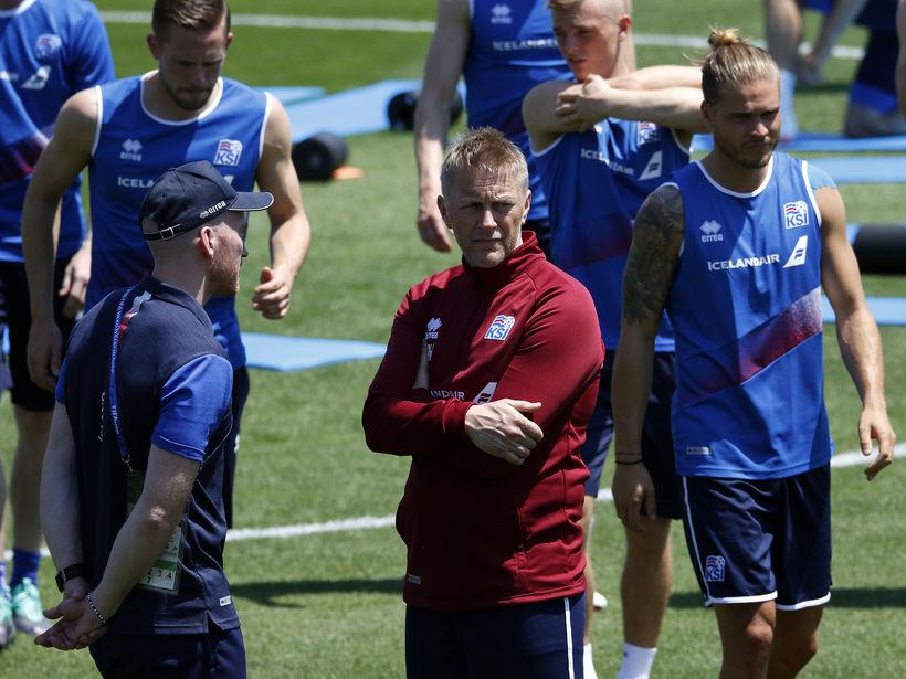 Heimir Hallgrímsson landsliðsþjálfari á æfingu í Rússlandi.