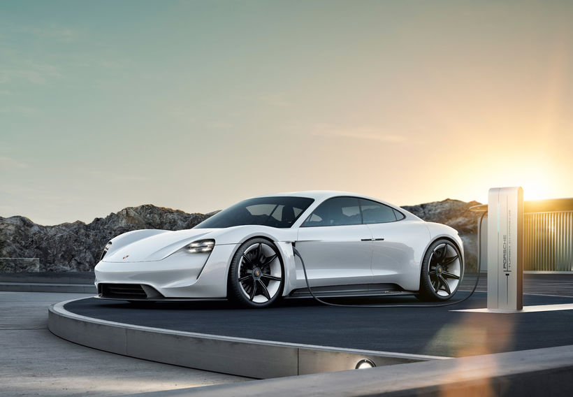 Porsche Mission E sportbíllinn heitir héðan í frá Taycan.
