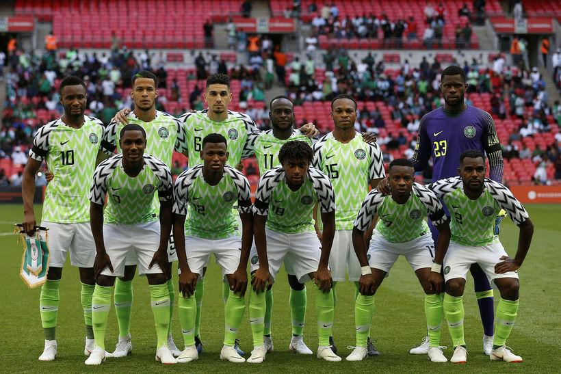 Nígeríska landsliðið spilar í búningum frá Nike.
