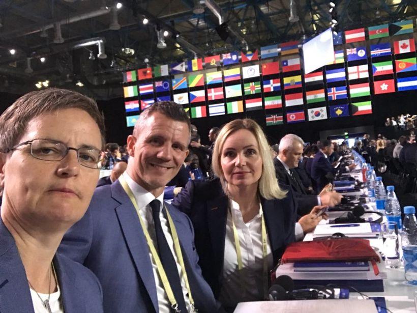 Klarta Bjartmarz, Guðni Bergsson og Guðrún Inga Sívertsen á FIFA-þingi ...