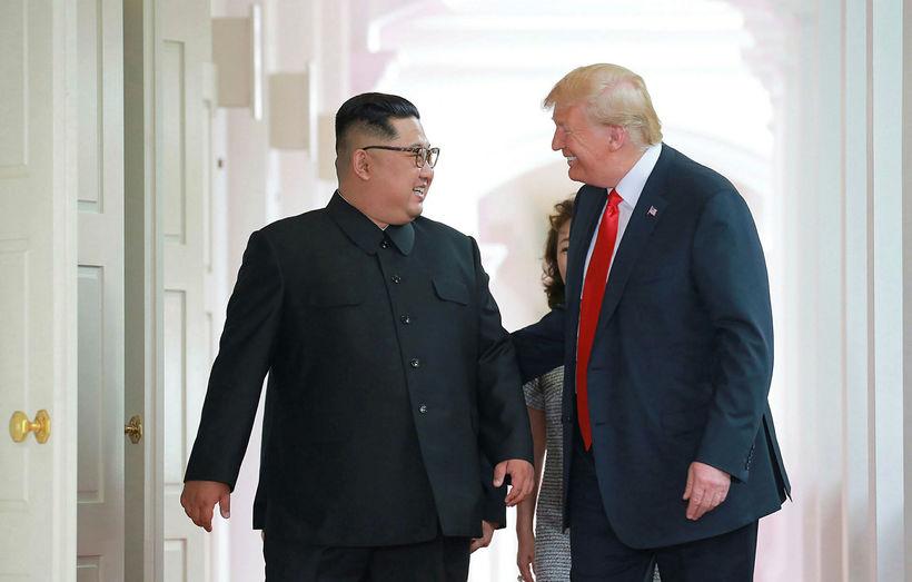 Kim Jong-un, leiðtogi Norður-Kóreu, og Donald Trump Bandaríkjaforseti hétu því ...