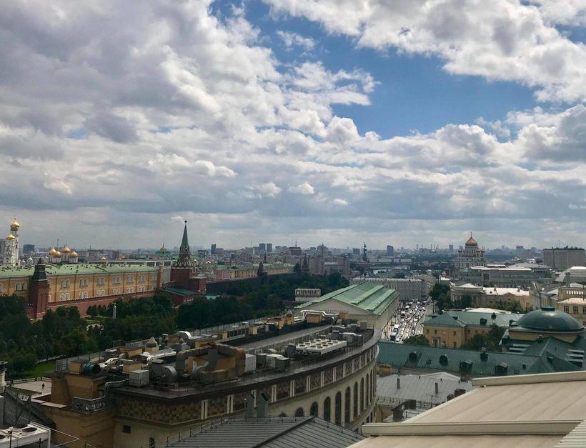 Í þakgarði Ritz-Carlton hótelsins er útsýni yfir alla miðborg Moskvu.