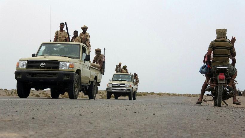 Hermenn hlynntir stjórnvöldum í Jemen í nágrenni Hodeida fyrr í ...