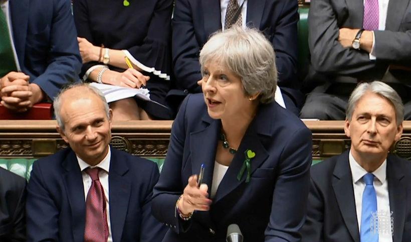 Theresa May, forsætisráðherra Bretlands, í breska þinginu í gær.