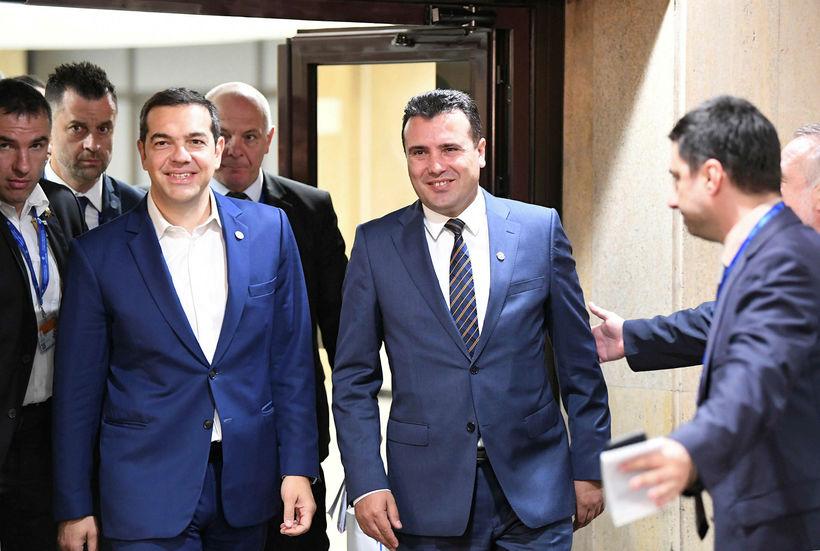 Alexis Tsipras, til vinstri, og Zoran Zaev, til hægri.